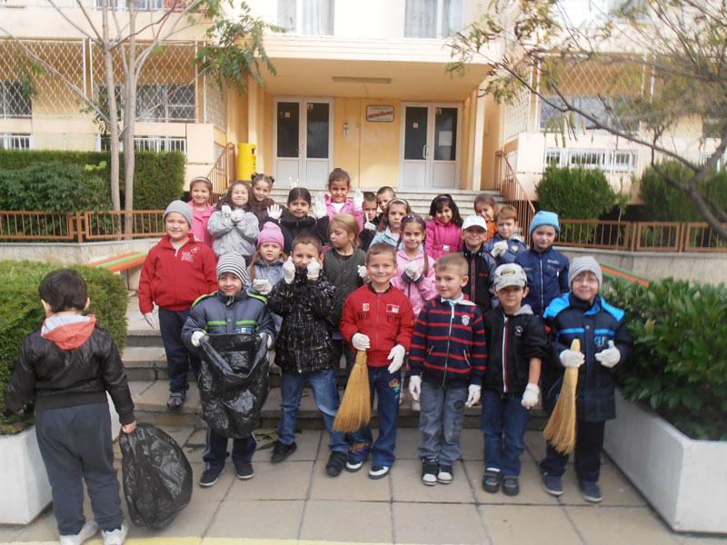 Есенно почистване в детската градина